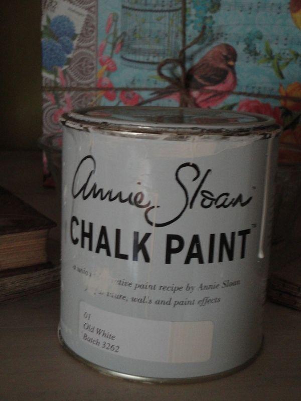 sur des magazines récents de déco à l'esprit shabby, j'ai découvert l'utilisation d'une peinture à la craie qui peut s'utiliser sur des...