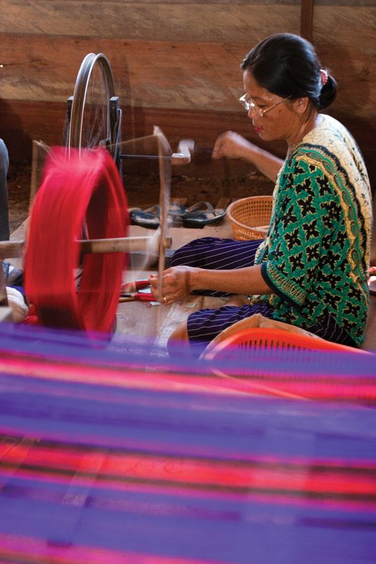Samarinda is mostly known for its sarong. The checkered sarong is typically dominated by five colors – blue, red, white, black and purple – and woven manually by local women using a traditional weaving equipment called 'gedokan'.