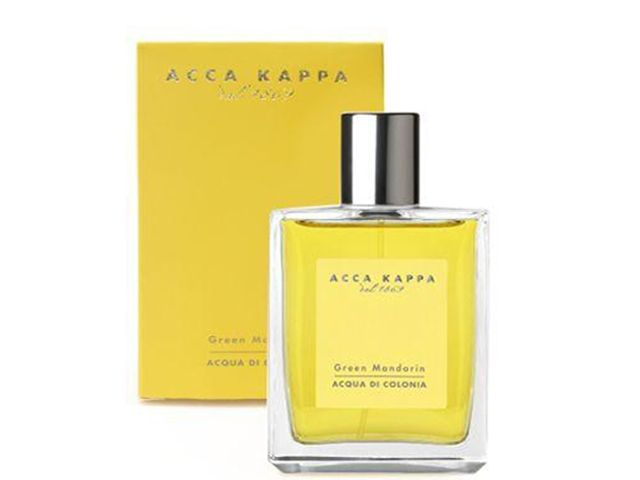 Just tried this at my fave shop Imogino. Acca Kappa Green Mandarin Eau de Cologne. Woody citrus with notes of orange, lemon, mandarin, neroli and rosemary. Strangely beautiful...