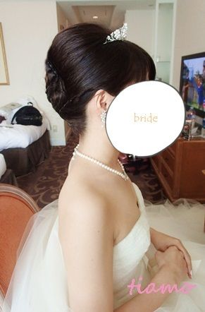 ティアラアップから華やかダウンスタイルへ大変身の花嫁さま♡   大人可愛いブライダルヘアメイク 『tiamo』 の結婚カタログ
