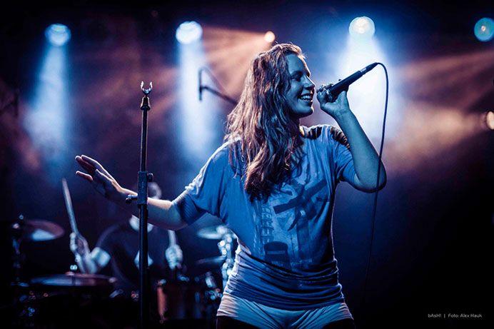 Singer female & drummer
