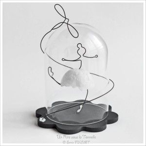 "Danseuse & Libellule en fil de fer, sous globe miniature - ""Danseuse à la Libellule"""
