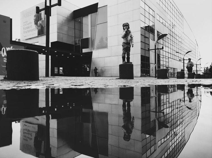 Kiasmaan #kiasma #helsinki #blackandwhitephoto #blackandwhite #bw #reflection #reflections