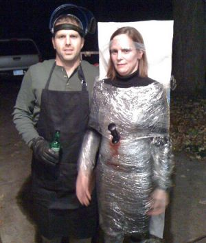 Serial Killer and Victim Couples Costume Idea #Creative Couples Halloween Costume Ideas #Halloween #Costumes #Couples