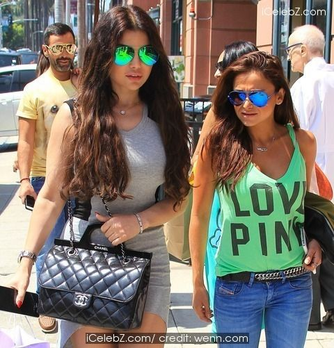 Haifa Wehbe Lebanese diva spotted on Bedford Drive in Beverly Hills with a friend http://www.icelebz.com/events/lebanese_diva_haifa_wehbe_spotted_on_bedford_drive_in_beverly_hills_with_a_friend/photo1.html