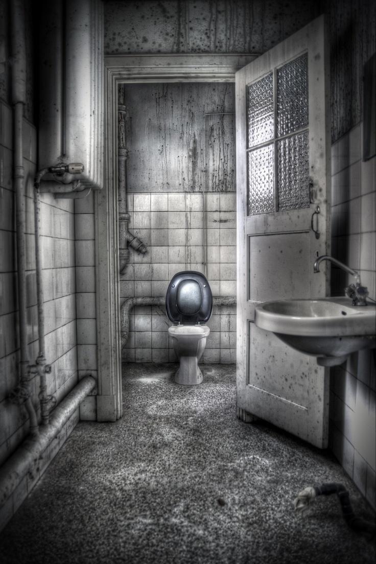 The toilet at Lille Tøyen Nursing home in Oslo | Abandoned ...