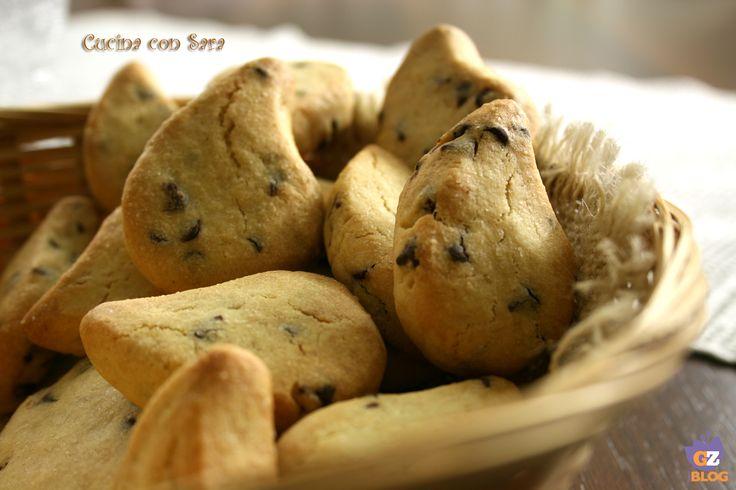 Simil gocciole fatte in casa.Le gocciole sono uno dei biscotti preferiti da mia figlia Aurora e così ho pensato di prepararle in casa.