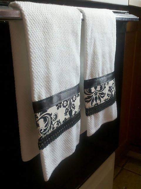 DIY embellished hand towels~I would love to do some for the second bathroom!!