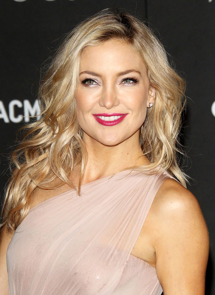 Kate Hudson in under eyes led rose gold eyeshadow line + fuschia lips makeup at LACMA Art + Film Gala 2014.