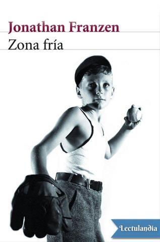 Una divertida crónica de la adolescencia, por uno de los mayores talentos de las letras norteamericanas. En los ensayos autobiográficos que componen Zona fría, Jonathan Franzen hurga en el pasado para revivir su infancia y adolescencia y revelarnos q...