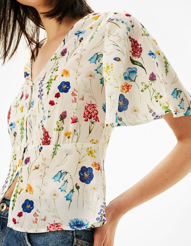 Chemises pour femme de l'été 2017 chez Bershka. Choisis nos chemisiers à volants, chemises rayées ou fleuries et profite de chaque instant de la journée !