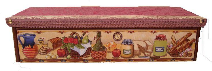 CLAF - Lindo Cofre Diseño Cocina (COD 509 - Cofre) En madera MDF Pintado y barnizado. Frente con cerámica. Tapa acolchada y barnizada. Medida: - Frente: 43 cm - Ancho: 19 cm - Alto: 12 cm Precio: $ 9.500 www.claf.cl