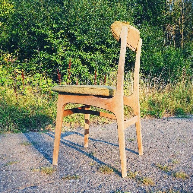 Krzesło typ 200 - 190 Projektant Rajmund Teofil Hałas 1963 Produkcja prawdopodobnie Paczkowskie Fabryki Mebli #vintage #furniture #interiorstyling #interiors#vscocam #krzesło #stuhl #chair #chairs #stol #sedia #chaise #silla #stoel #60s #lata60te #60erjahre #60er
