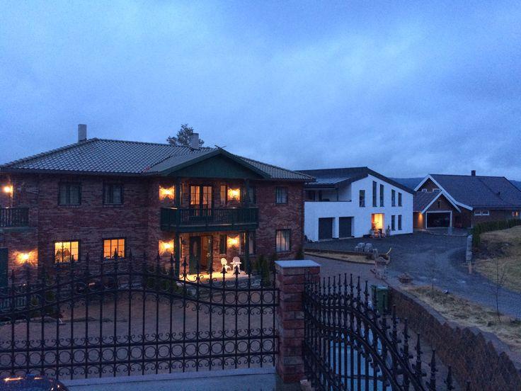3 hus i Burvegen som er tegnet og prosjektert av SDK Consult.