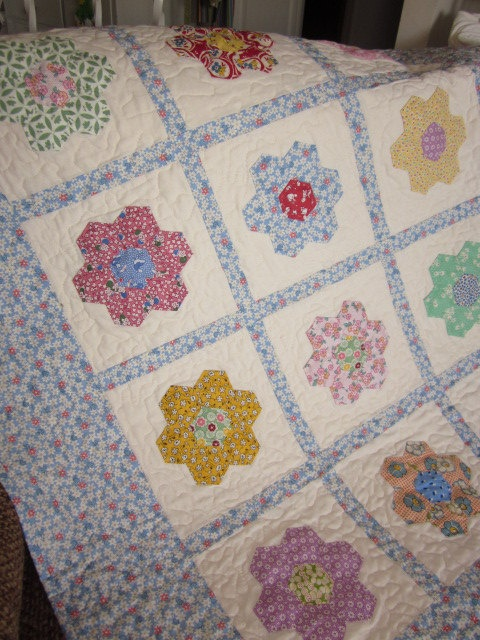 Hexagon Flowers Baby Quilt by thePATchworksshop on Etsy, $85.00