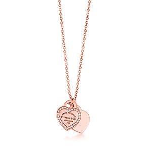 Pendente piastrina due cuori mini Return to Tiffany™, oro rosa 18 ct e diamanti.