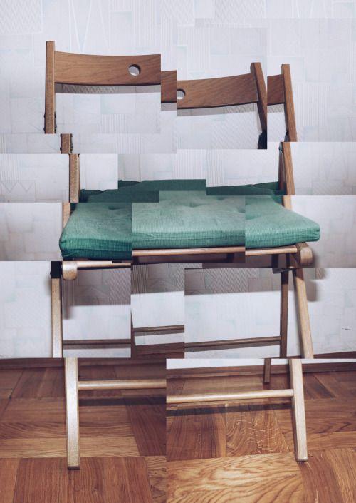 Деконструировал стулья, вот. Как Дэвид Хокни.