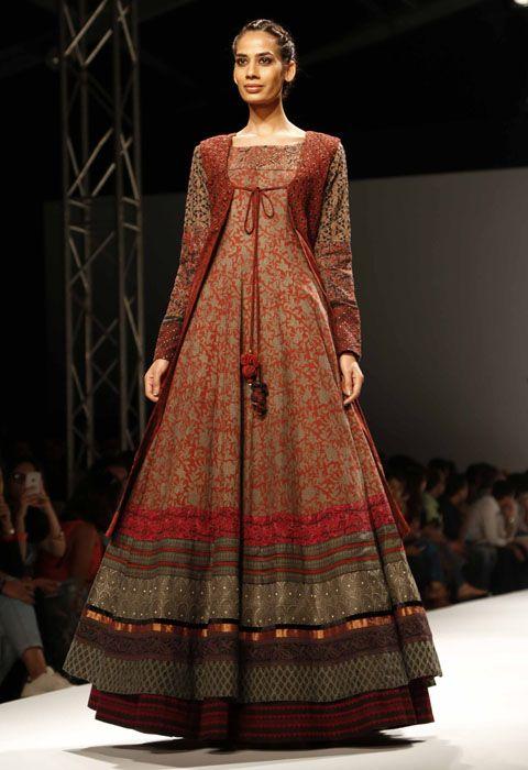 Shalini James Show at AIFW SS'16 - Fashionfad
