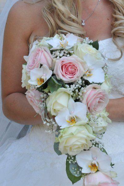 KimBloemwerk » Bruidsbloemwerk druppelvorm roze/wit
