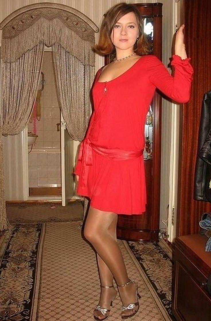 фото зрелой жены в красном платье присмотреться совпадениям