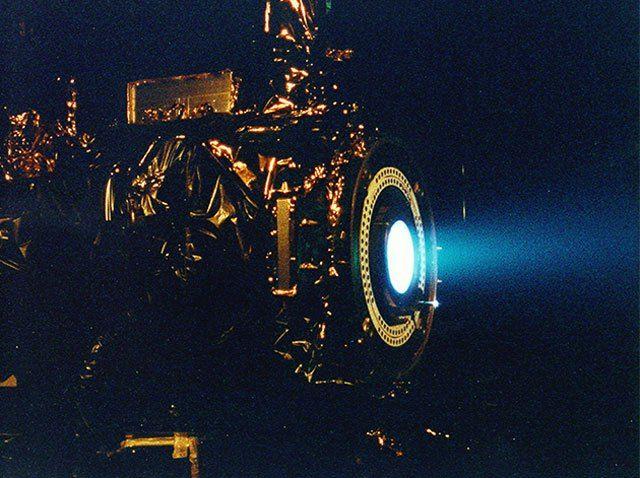 Der EM Drive machte in den letzten Jahren einige Schlagzeilen. Der revolutionäre Antrieb soll Vortrieb quasi aus dem Nichts erzeugen und ein Raumschiff in 70 Tagen zum Mars bringen können. Es gibt …