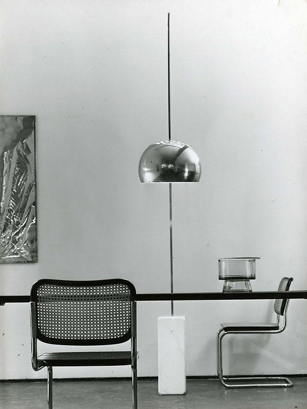 A.Castiglioni. Arco LED. Flos. Lámpara de pie con base de mármol blanco de Carrara. Brazo y pantalla de acero satinado. Telescópica y ajustable en altura. Reflector ajustable. Peso de 65,9Kg. http://www.lamparasoliva.com/arco-flos.html