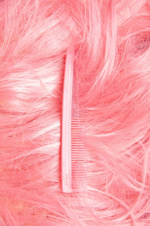 pink hair / pink comb