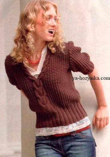 Пуловер с короткими рукавами и косой спицами. Пуловер женский с косой по центру