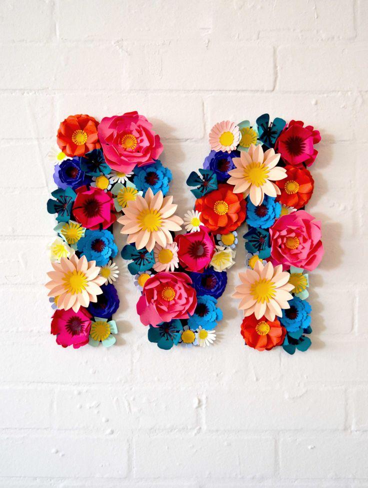 Una lettera di carta personalizzato splendido fiore.  Queste belle lettere floreali sono fantastici per la decorazione a un matrimonio con le
