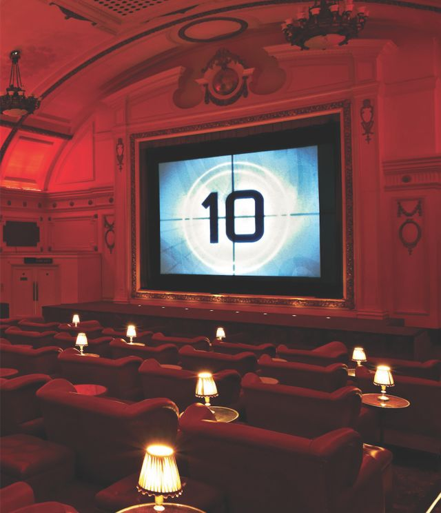 Electric Cinema, Portobello, London || This is a Notting Hill, century old, classic and is one of the forefathers of the current slate of luxury cinemas found around the world. With a bar at the back, cosy leather armchairs and six intimate double sofa beds in the front row, it's as glamorous as the films it screens Descubra 25 Filmes que Mudaram a História do Cinema no E-Book Gratuito em http://mundodecinema.com/melhores-filmes-cinema/