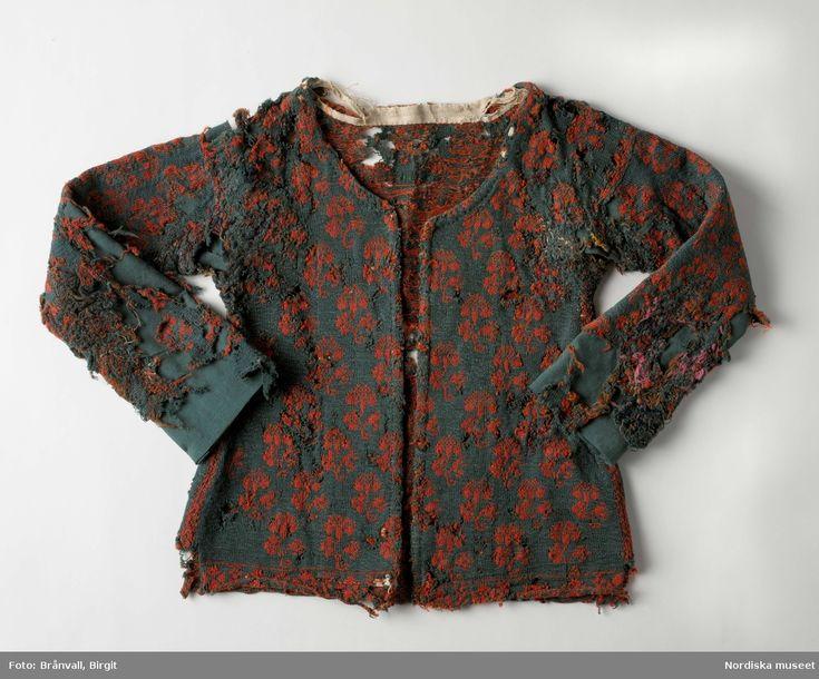 Sliten och lappad tröja från Årstads härad, Halland, 1700-tal. Nordiska museets föremål inv.nr 134916