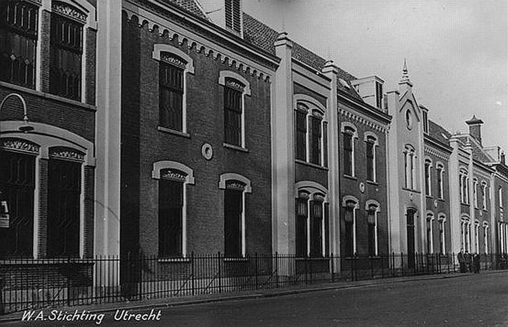 Agnietenstraat 1960   Willem Arntsz Huis   Vroeger het 'Dolhuys', nu een psychiatrisch ziekenhuis