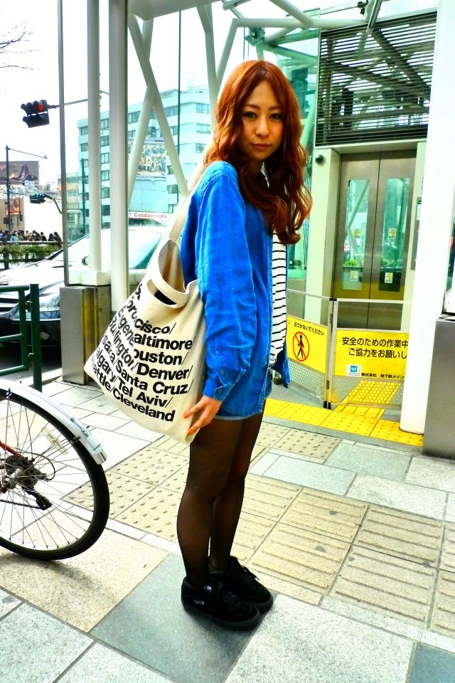Terina is wearing the Bull Denim Woven Cotton Cities Bag by #AmericanApparel.  #fashion #street #japan