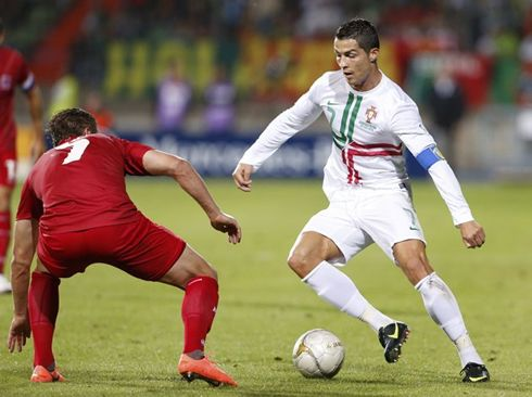 cristiano-ronaldo-552-dribbling-moves-in-luxembourg-1-2 ...