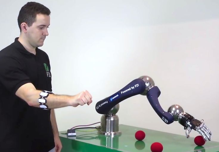 Gesture-controlled robot arm with Myo armband