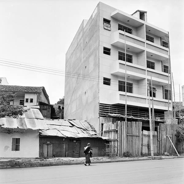 Erik Bongue CALI VIEJO - Memoria fotográfica. Avenida Colombia Fotografía: Nils Bongue, 1955