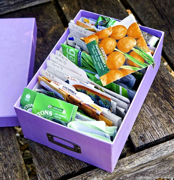 Boîte avec sachets de graines