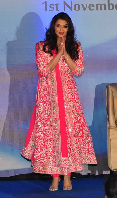 Ashwarya Rai Bachan in a beautiful anarkali suit #IndianFashion