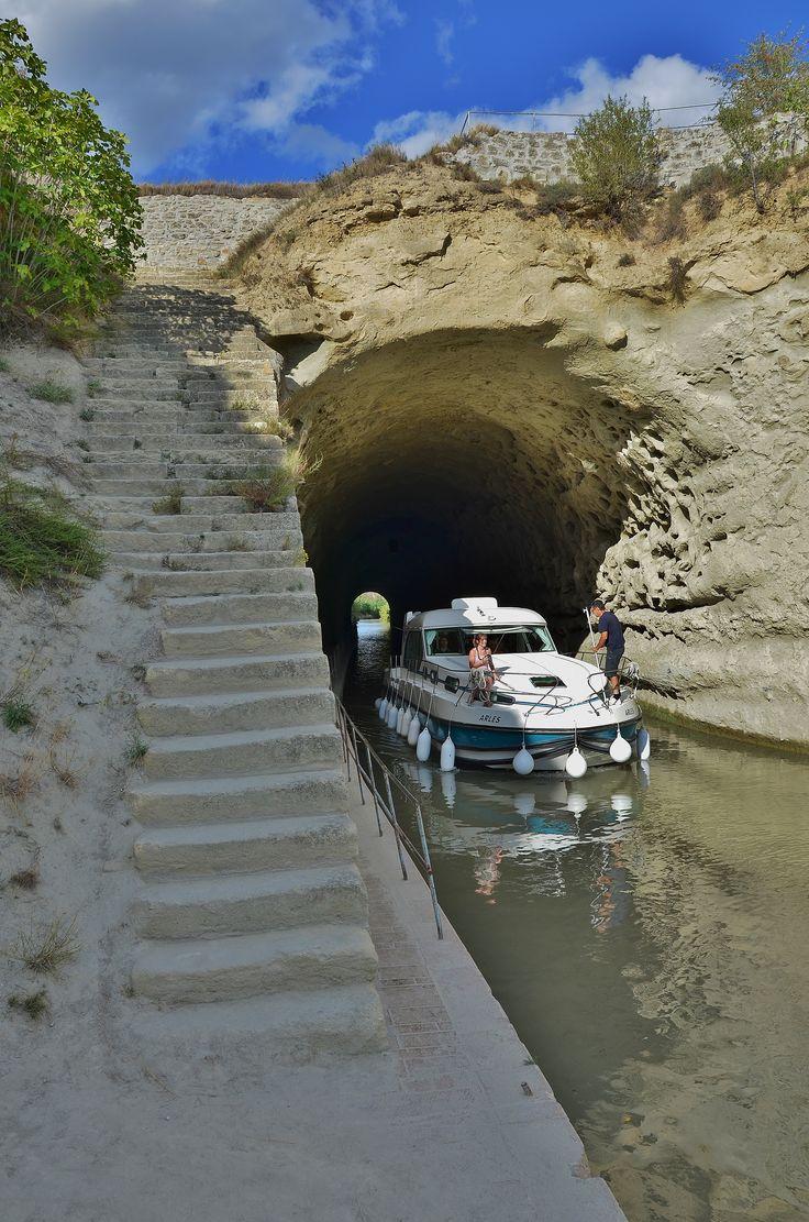 Canal du Midi - Tunnel  Malpass de Nissan les Ensérunes - Béziers ( France )