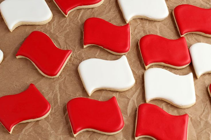 How to Distress Sugar Cookies for an Aged Look with thebearfootbaker.com     American Flag Cookies | Patriotic Cookies | Military Cookies | USA Cookies | July 4th Cookies | Sugar Cookies | Decorated Sugar Cookies | Royal Icing | Cookie Decorating Tutorial  The Bearfoot Baker