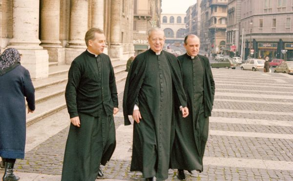 "Sanctity: Everyone's Vocation  An article by the Prelate of Opus Dei published in ""Palabra."""