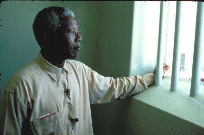 Nelson Mandela en la celda donde pasó casi 20 años de su vida