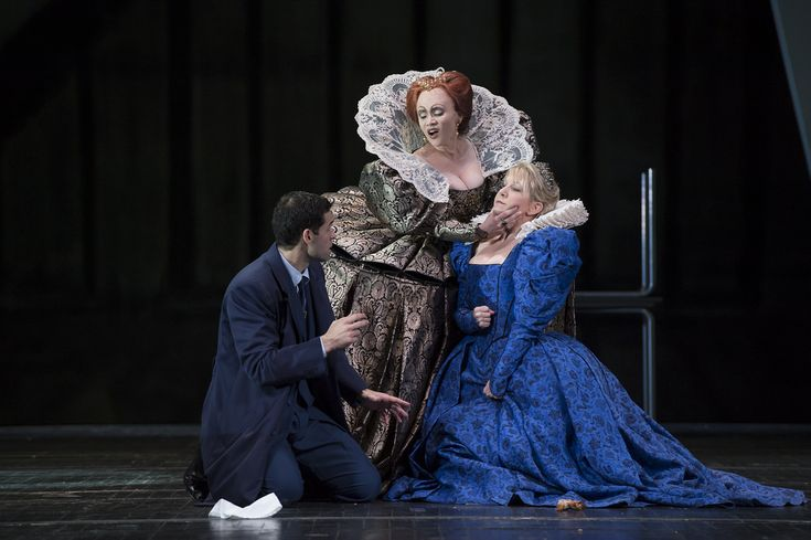 Ismael Jordi as Roberto, Conte di Leicester, Carmen Giannattasio as Elisabetta and Joyce DiDonato as Maria Stuarda in Maria Stuarda