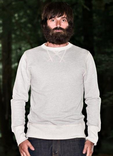 """W.1910 : ROUND FLEECE 115,00€ Sweatshirt en molleton léger non gratté.  Bord côte chiné japonais. Col rond. Coutures au col en flatlock """"W"""". Empiècements aux coudes en cuir brun."""