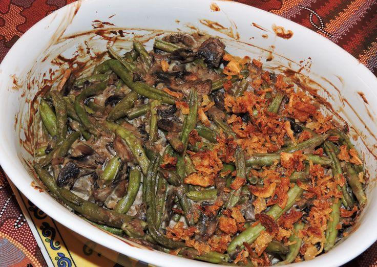 """Gratäng med gröna bönor och svamp - """"healthy green bean casserole"""". Här är en hälsosam variant av favoriten """"green bean casserole"""", som är ett måste i många amerikanska hem vid jul och Thanksgiving."""