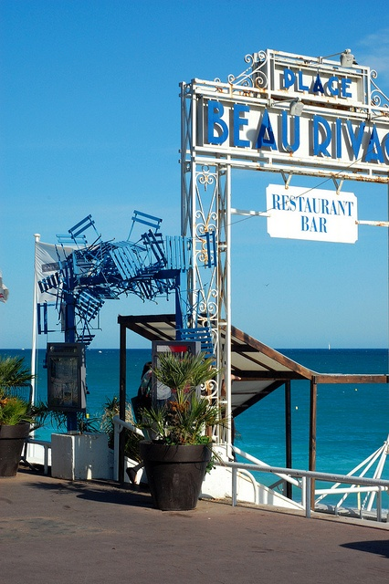 Plage Beau Rivage, Nice, French Riviera - an original  arch!