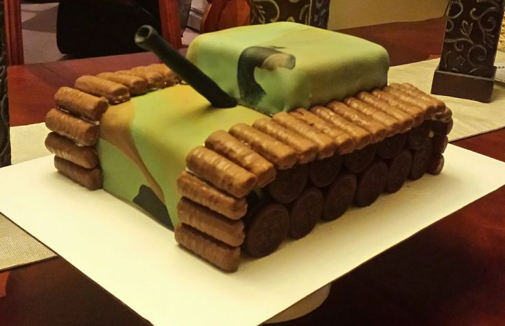 Easy Army tank cake made by SevenEves