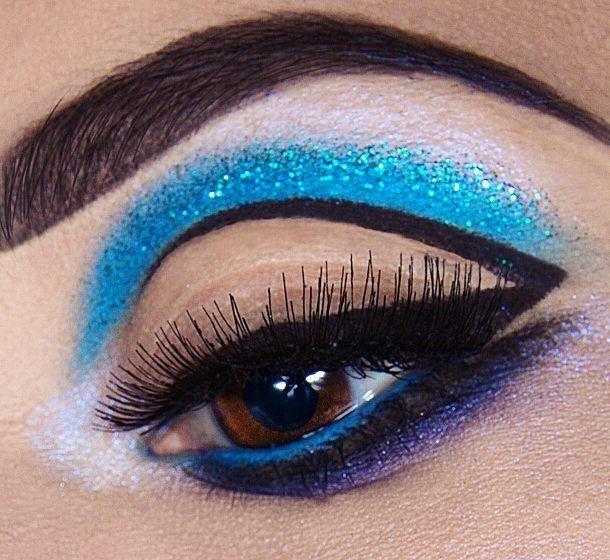// I'M BLUE DA BOO DEE 💙 Had a lot of fun creating this look using @eyekandycosmetics and @erinbiggcosmetics gel liner in Onyx! 🔪🔪 cut crease glitter