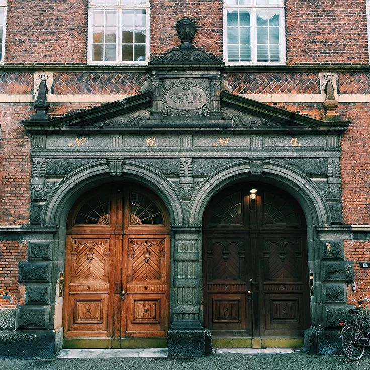 We pass these old wooden doors on our way to work every day. But nobody knows what's behind them... #copenhagen #copenhagenlife #findroommate #picoftheday #photooftheday #door #secret #yinandyang #lightanddark #old #wood #wooden #beautiful #citylife #inspo #inspiration #street #østerbro