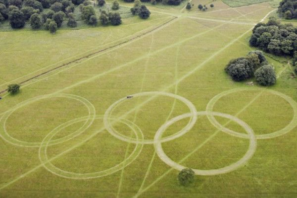 I'm not sure if these are real or not... Monster Olympic rings at Richmond Park on Heathrow Flight Path